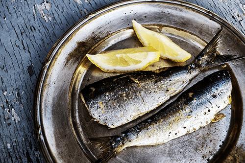 Sardinas cocinadas con limón