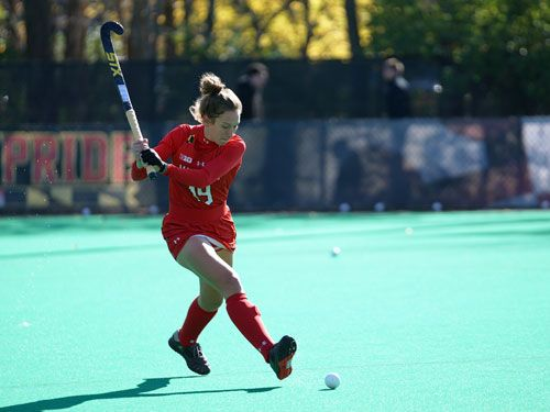 Mujer-jugando-al-hockey-sobre-hierba