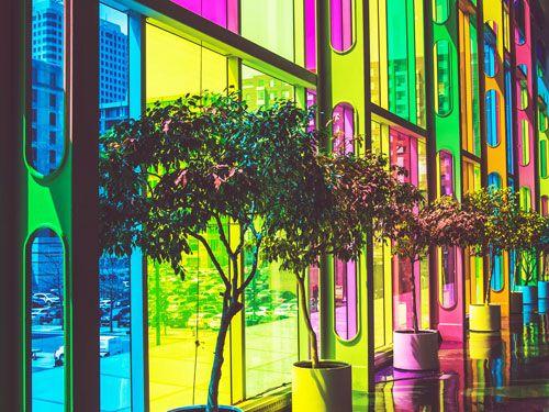 Pared-de-cristales-de-muchos-colores