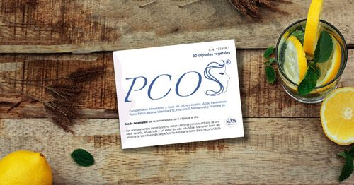 Caja-de-suplemento-alimenticio-PCOS-sobre-mesa-de-madera (1)