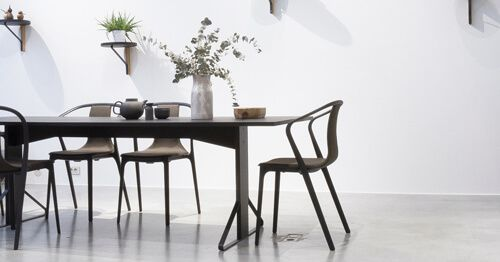 Mesa-ordenada-y-limpia
