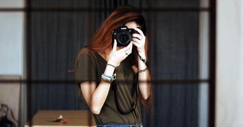Ocupar-el-tiempo-es-una-buena-manera-de-controlar-la-ansiedad---Chica-haciendo-una-foto
