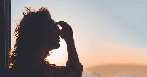 Silueta-de-mujer-estresada