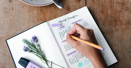 escribiendo-en-una-agenda (1)