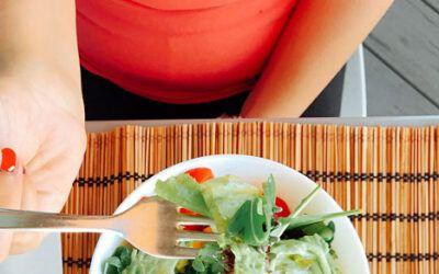8 consejos prácticos para evitar el vientre hinchado en la menopausia