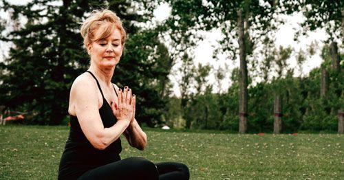 El-yoga-ayuda-a-reducir-la-fatiga-en-la-menopausia