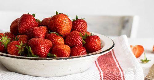 Fresas-que-reducen-la-deshidratacion-y-contribuyen-a-reducir-la-fatiga-en-la-menopausia