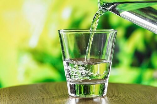 bebe agua concentracion