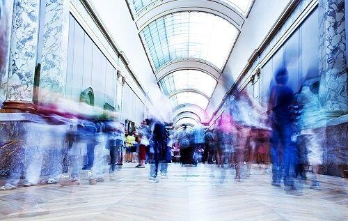 gente de compras estresada